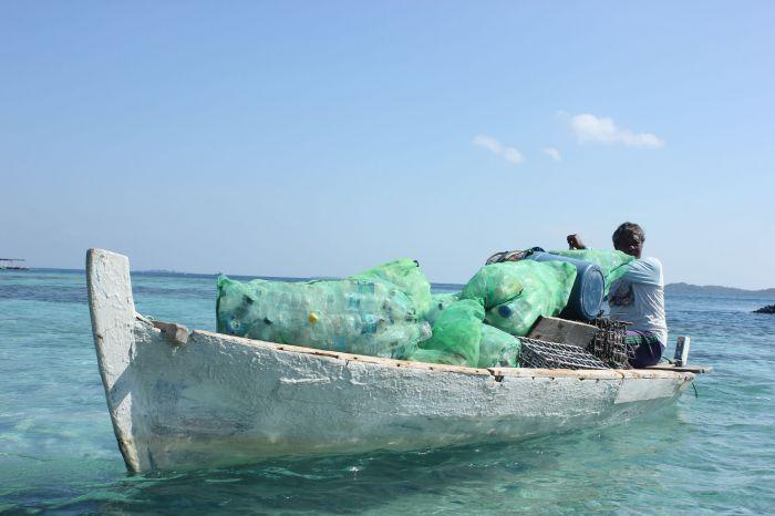 Mencari Solusi Sampah Plastik bagi Nelayan Papagarang